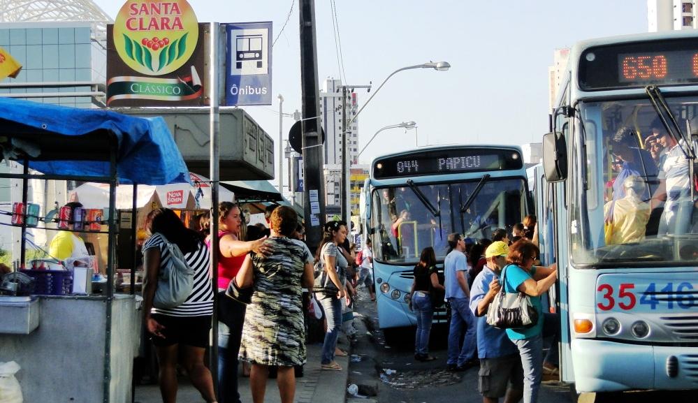 Segundo a Empresa de Transporte Urbano de Fortaleza (Etufor), são 3.662 paradas sem abrigos, representando 74,5% do total (FOTO: Fortalbus)