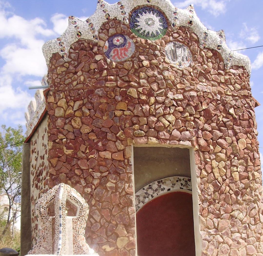 Prédio espanhol com arte inspirada no arquiteto catalão Antoni Gaudí