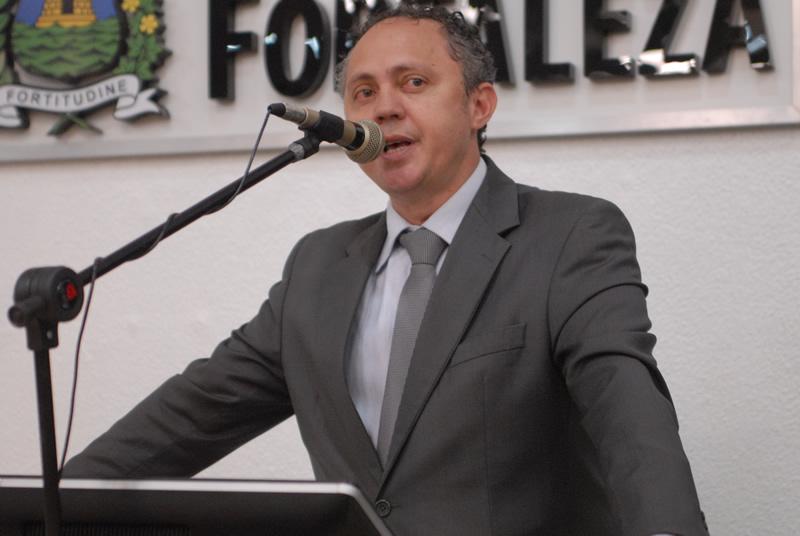 Evaldo Lima sugere disponibilização de Wi-Fi nos terminais (FOTO: Genilson Lima/Câmara Municipal)