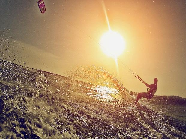 Fortes ventos durante quase todo o ano tornam o Ceará o Havaí do Kitesurfe (FOTO: Divulgação)