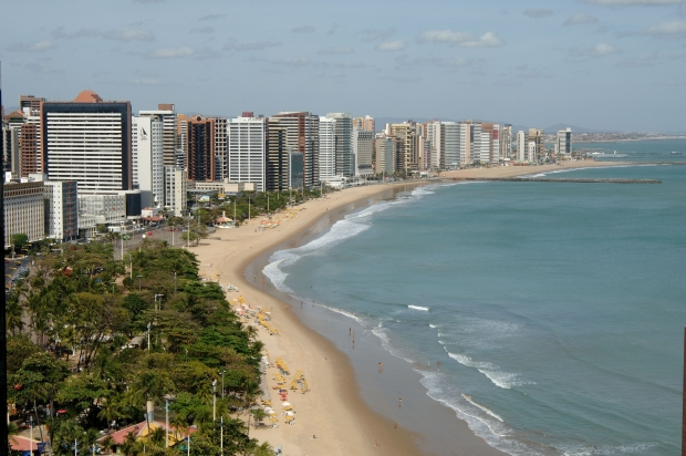 De acordo com a Geamo, é possível que o resultado mude conforme ocorrências de chuvas, aumento da maré, presença de animais, disposição imprópria de resíduos sólidos e adensamento urbano nas proximidades das praias (FOTO: Falcão Jr./Tribuna do Ceará)