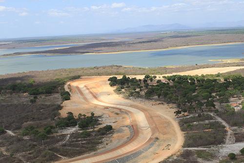 Obras no Eixão das Águas, complexo de estação de bombeamento, canais, sifões, adutoras e túneis para transpor as águas do Açude Castanhão para a região metropolitana de Fortaleza, no Ceará (FOTO: DIVULGAÇÃO)