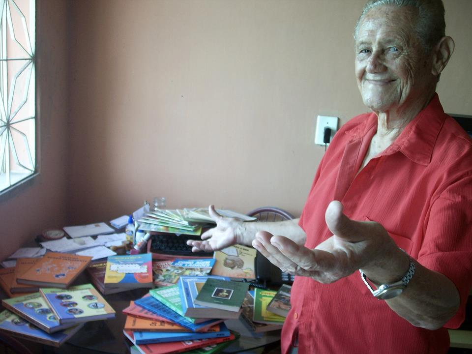 Felisbelo da Silva tem mais de mil livros publicados (FOTO: Arquivo pessoal)