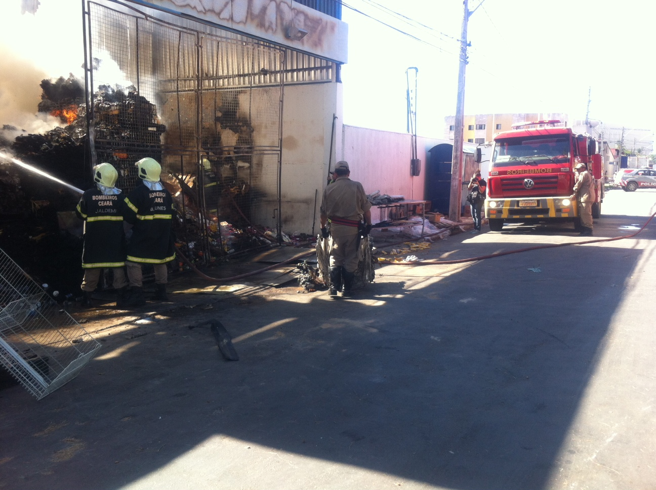Supermercado Assai pega fogo nesta quarta-feira (5) (FOTO: Jerferson Abreu/ TV Jangadeiro)