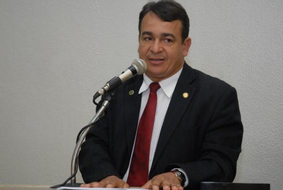 """Com salário de R$ 11,8 mil, vereador se declara """"pobre"""" à Justiça"""