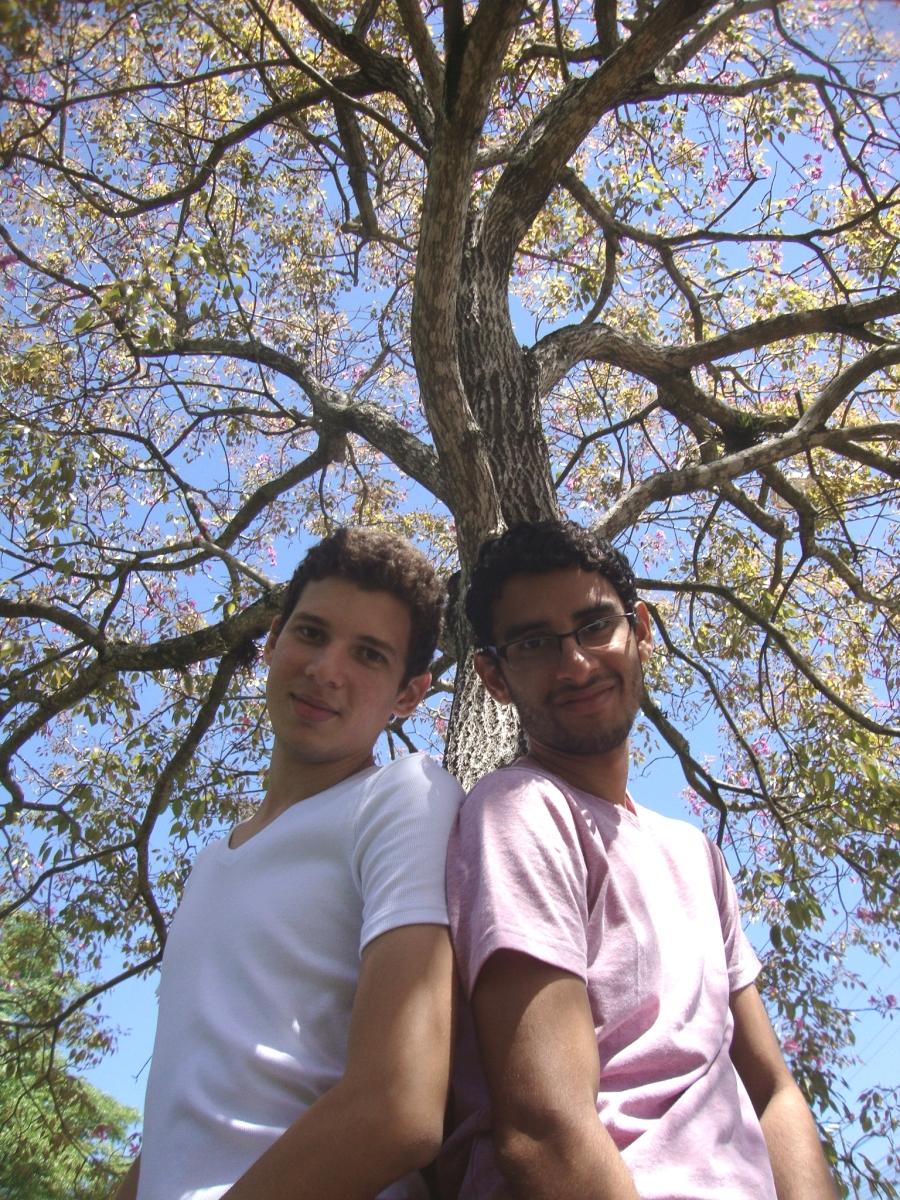 Tavares e Ari gostam de expor, de forma carinhosa, seus afetos (FOTO: Gabi Melo)