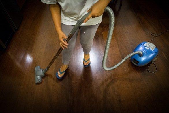 Um ano após aprovação da lei, apenas duas em cada dez domésticas têm carteira assinada (FOTO: Flickr/Creative Commons)