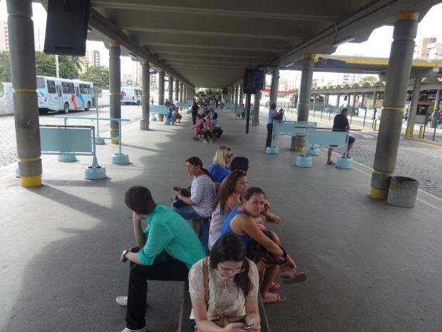 """""""Esse terminal tá parecendo um cemitério"""", disse um passageiro sobre o terminal do Papicu. (FOTO: Tribuna do Ceará/ Rosana Romão)"""