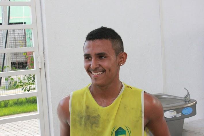 Denilson ama basquete e sonha em representar o Brasil (FOTO: Renato Ferreira/ Tribuna do Ceará)