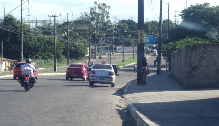 A prostituição acontece a poucos quilômetros do Castelão (FOTO: Marcella Ruchet/Tribuna do Ceará)