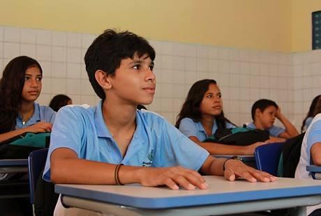 Uniformes de alunos mudaram após troca de gestão (FOTO: Reprodução Facebook SME)