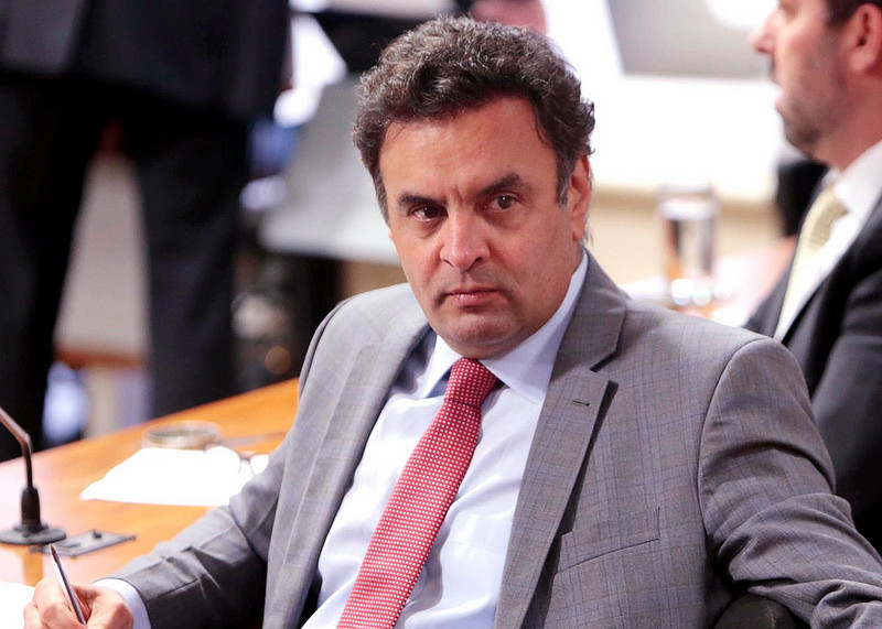 Senador Aécio Neves concedeu entrevista à rádio Tribuna Band News