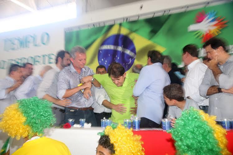 Cid Gomes desmaia em convenção do PDT