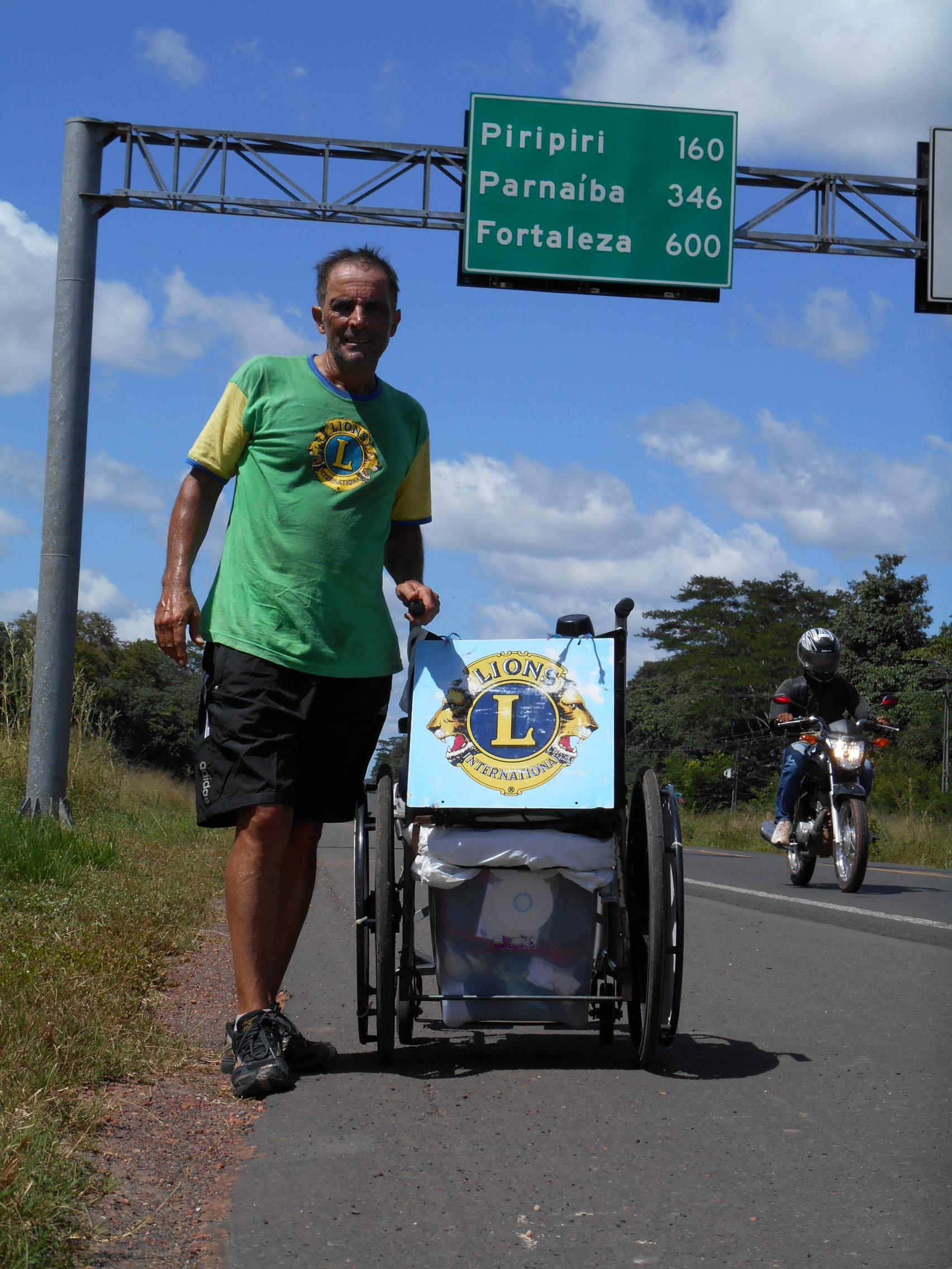 A caminhada atual teve início no dia 10 de fevereiro desse ano, às margens do Rio Ailã, primeiro rio brasileiro, na região Norte. Em quatro meses Zé do Pedal percorreu 2.800 quilômetros até chegar em Fortaleza (FOTO: DIVULGAÇÃO)/ZÉ DO PEDAL)