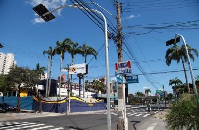 Além da alteração na circulação, um novo semáforo também será instalado no cruzamento da Monsenhor Catão com Santos Dumont (Foto: Queiroz Netto)