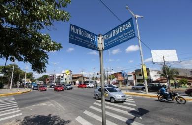 A rotatória e o viaduto na Av. Raul Barbosa com Murilo Borges se encontram em fase de desapropriações (Foto: Igor de Melo)