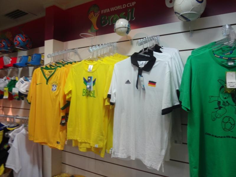 Camisa da Alemanha é item mais valioso do saldão pós-Copa (FOTO: Hayanne Narlla/ Tribuna do Ceará)