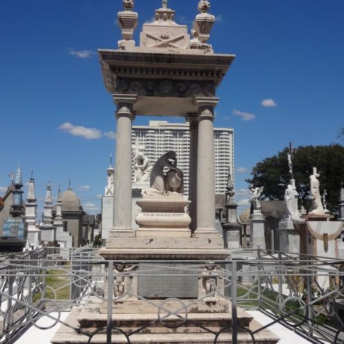 Cemitério mais antigo de Fortaleza tem jazigos de personalidades históricas do Ceará