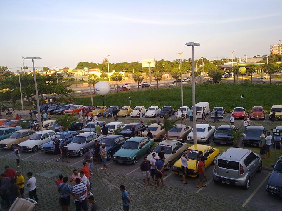 Apaixonados por carro se reúnem em eventos para expor suas relíquias (FOTO: Reprodução Facebook)