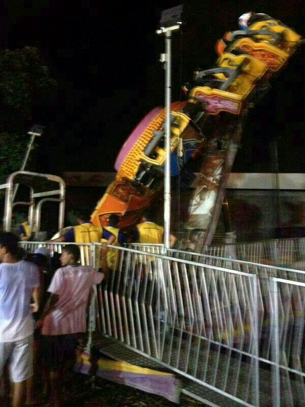 Brinquedo 'Caos' despencou deixando uma pessoa morta e 5 feridas (FOTO: REPRODUÇÃO/WHATSAPP)