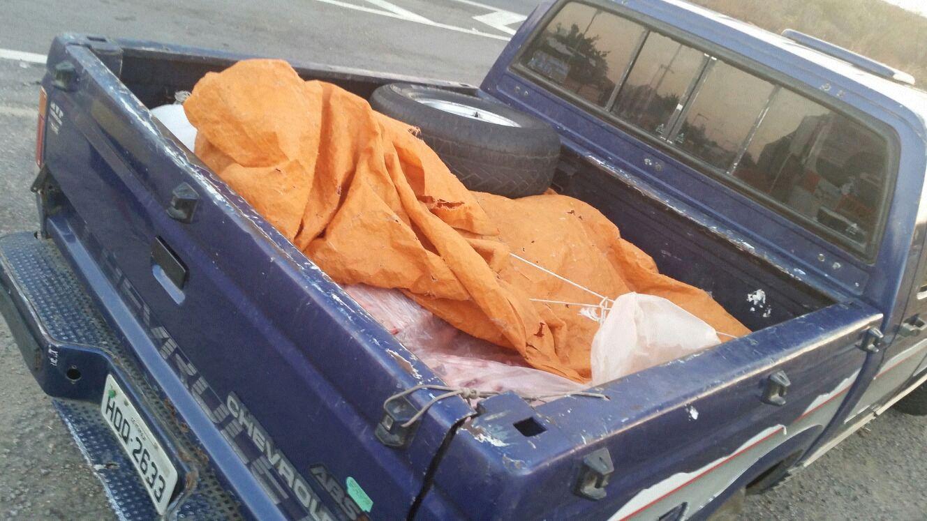 A Agência de Defesa Agropecuária do Estado do Ceará (Adagri), foi acionada, apreendeu a carne, lavrou o auto de infração e providenciou o descarte/destruição da carga (FOTO: DIVULGAÇÃO/PRF)