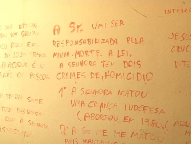 Marcos de Souza deixou mensagens na parede do quarto (FOTO: Reprodução/TV Jangadeiro)