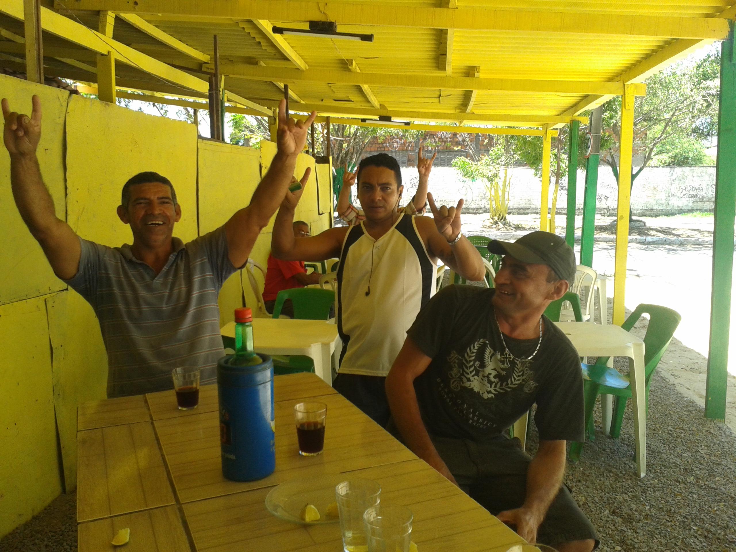 """Homens que sofrem traição costumam se lamentar no """"Bar dos Cornos"""". (FOTO: Tribuna do Ceará/ Rosana Romão)"""
