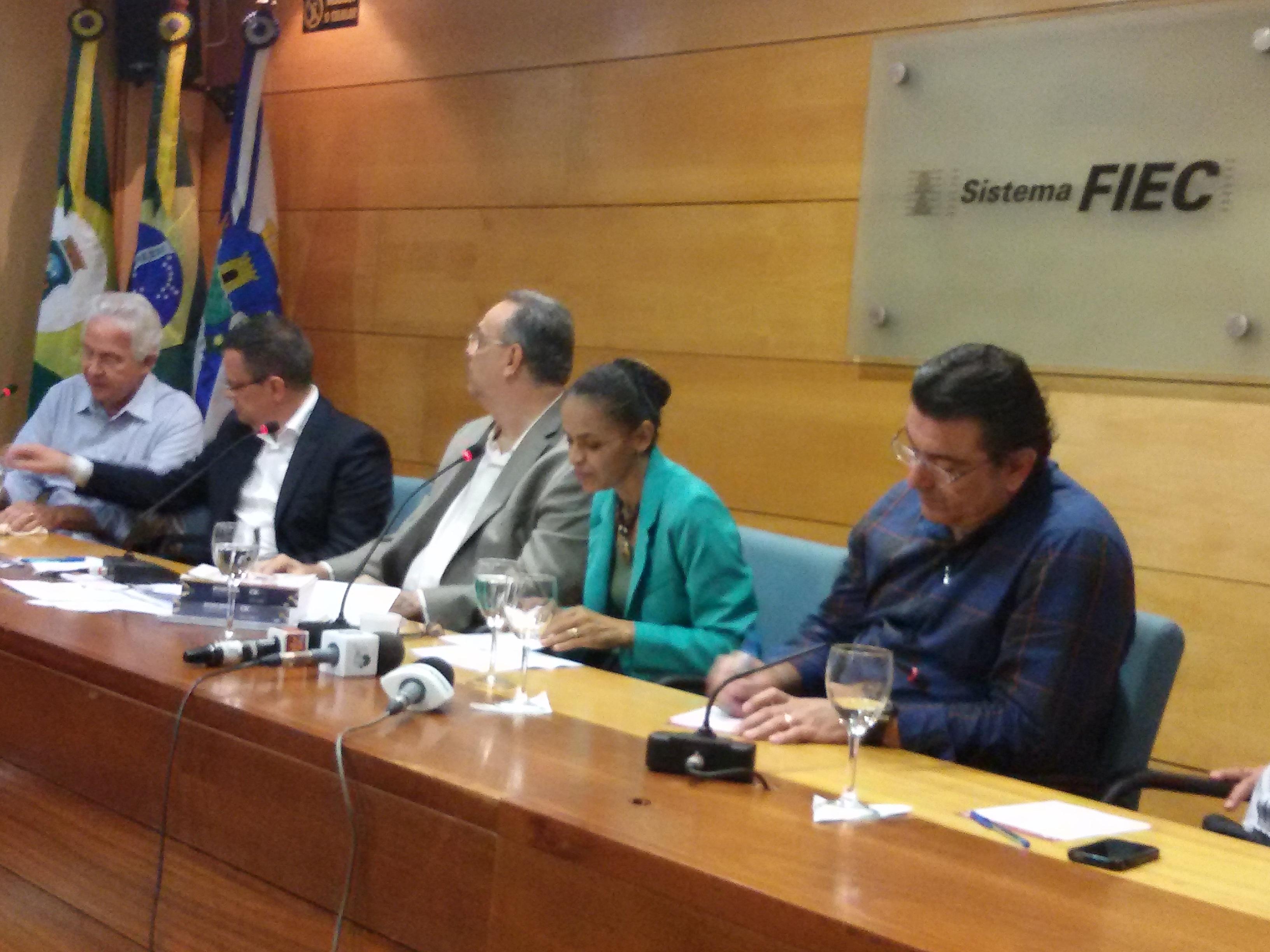 """Para Marina Silva, Dilma ataca """"pelas costas"""" e cria """"ilha da fantasia"""" para confundir eleitores"""