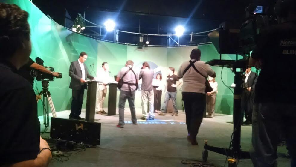 Debate entre candidatos ao governo do Ceará (FOTO: Tribuna do Ceará)