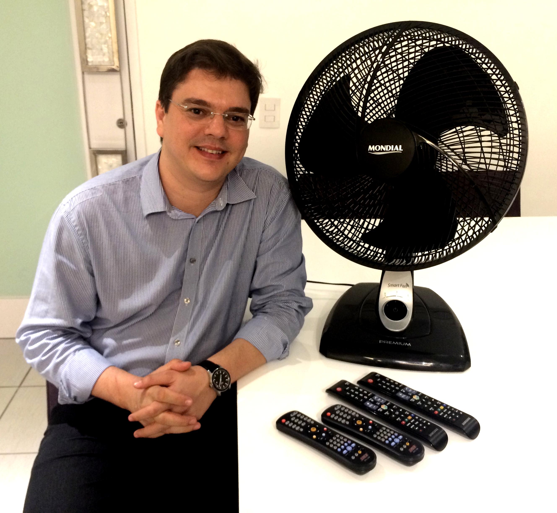 Rômulo Ferrer e o ventilador que funciona com qualquer controle remoto.