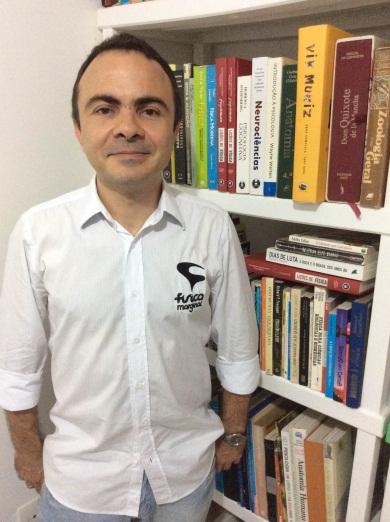 Professor utiliza a literatura e cenas do cotidiano para ensinar Física. (FOTO: Arquivo pessoal)