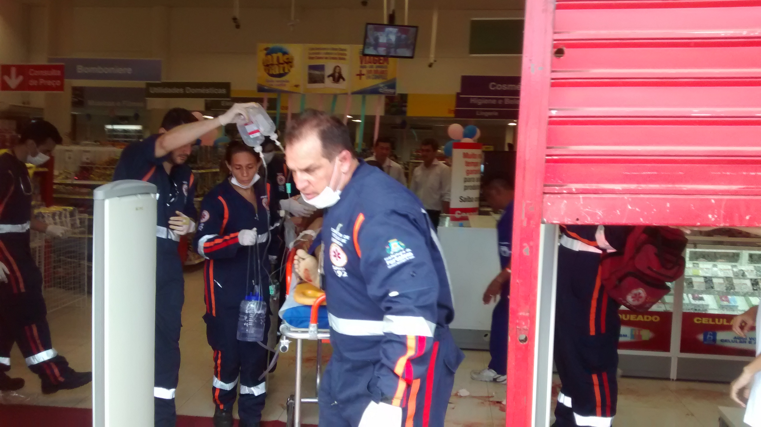 Crime aconteceu dentro da Lojas Americanas da avenida Santos Dumont (FOTO: Cristiano Pantanal/ TV Jangadeiro)