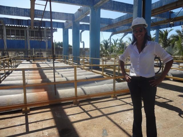 Engenheira Glenia explicou todo o processo de limpeza do esgoto de Fortaleza (FOTO: Hayanne Narlla/ Tribuna do Ceará)
