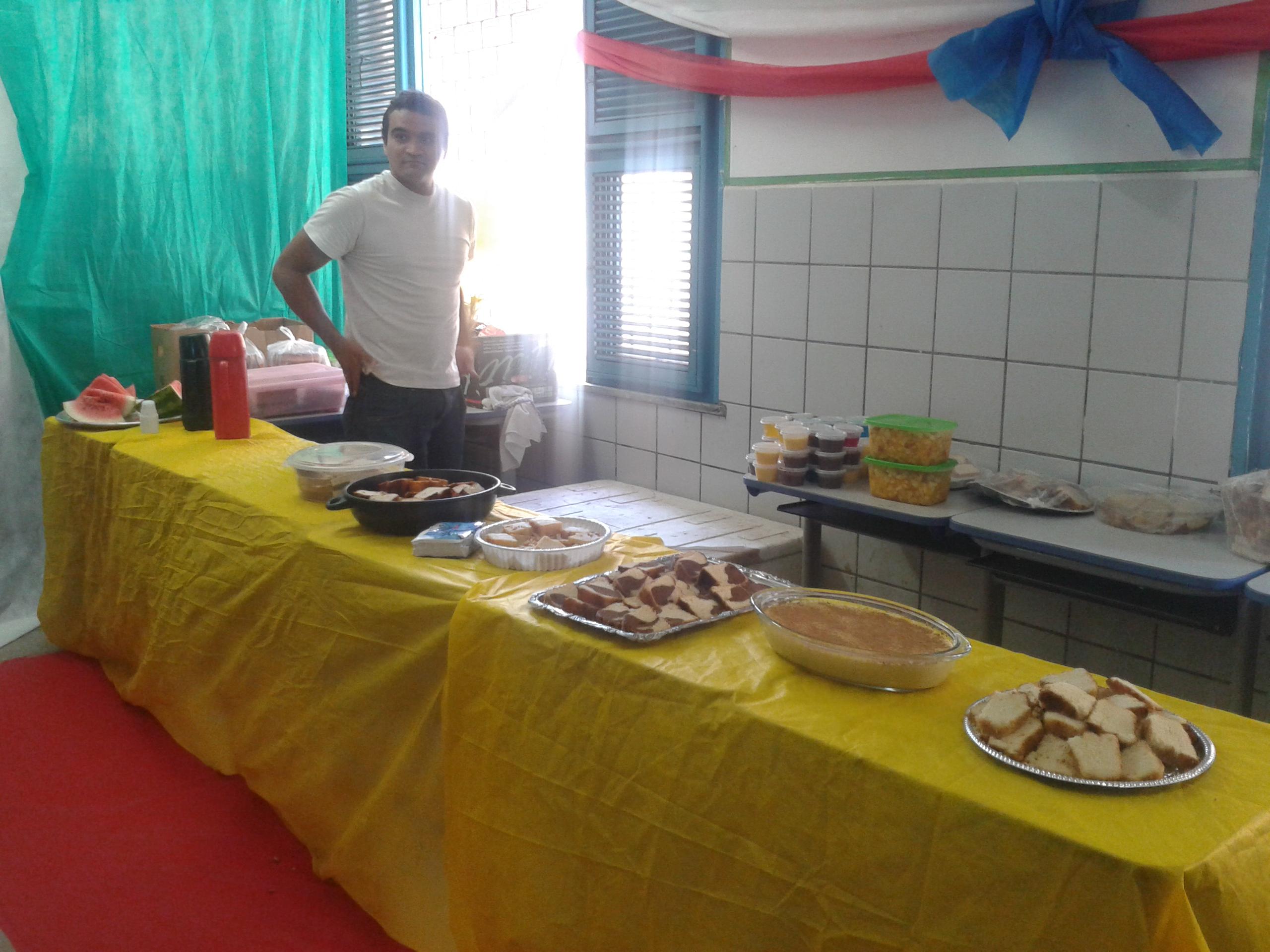 Mesário cearense prepara café da manhã e tapete vermelho para receber eleitores