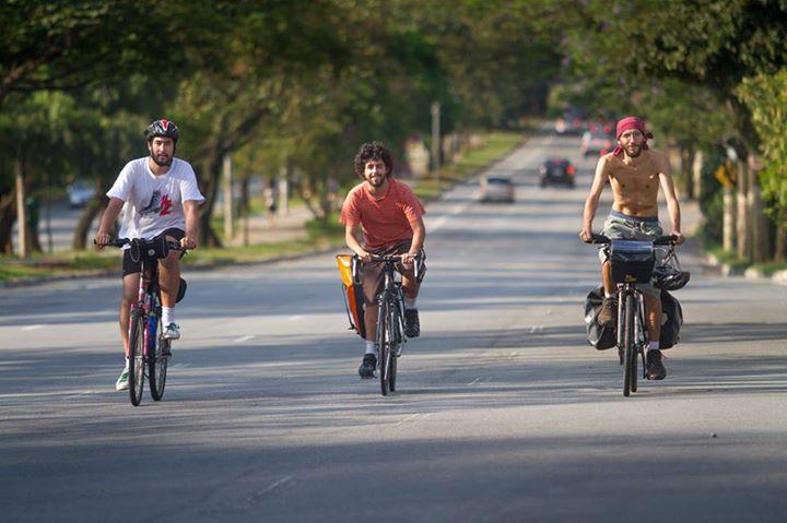 Filipe Falcone, Marcelo Rachmuthe Felipe Fontes foram de São Paulo até o Nordeste pedalando. (FOTO: Arquivo Pessoal)