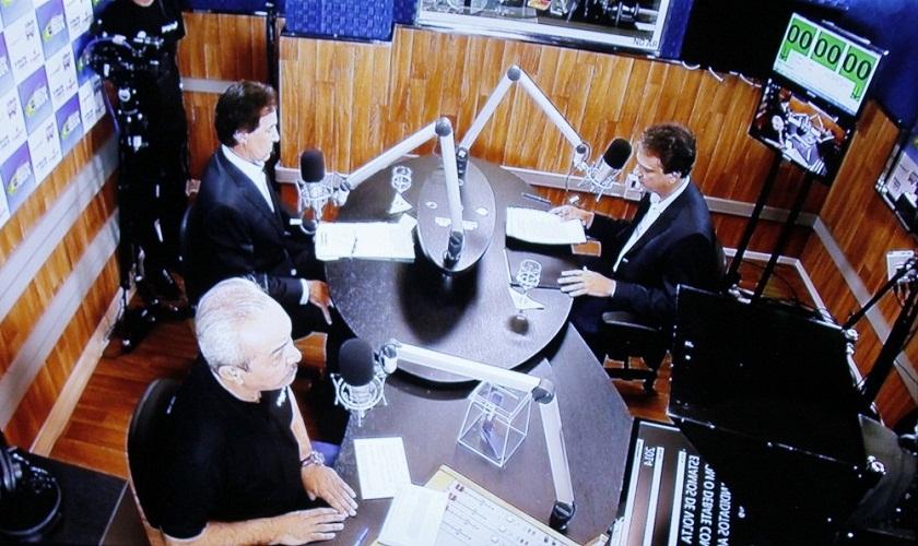 A menos de uma semana do 2º turno, Camilo e Eunício abriram o debate respondendo perguntas dos moradores de 6 cidades do Interior, que foram transmitidas pelas rádios que compõem a Rede Jangadeiro nas cidades de Iguatu, Sobral, Quixeramobim, Crateús, Limoeiro do Norte e Crato