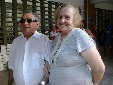 Raimundo e Fátima votam juntos há 48 anos (Foto: Wolney Batista/Tribuna do Ceará)