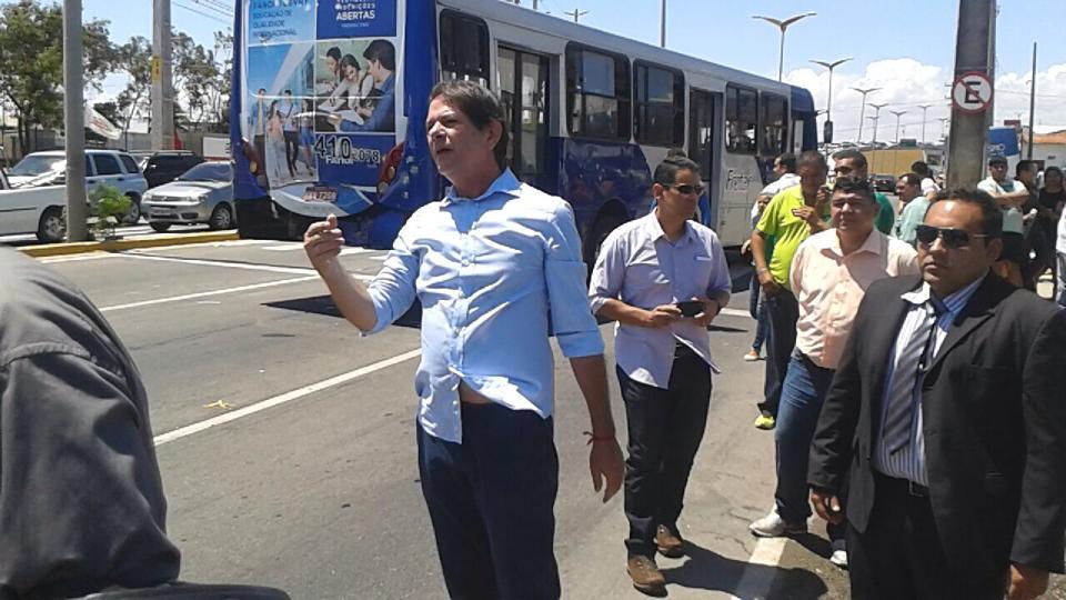 Cid Gomes atua como agente de trânsito
