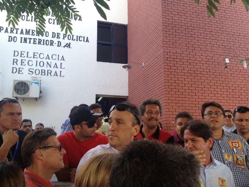Cid Gomes na Delegacia de Sobral