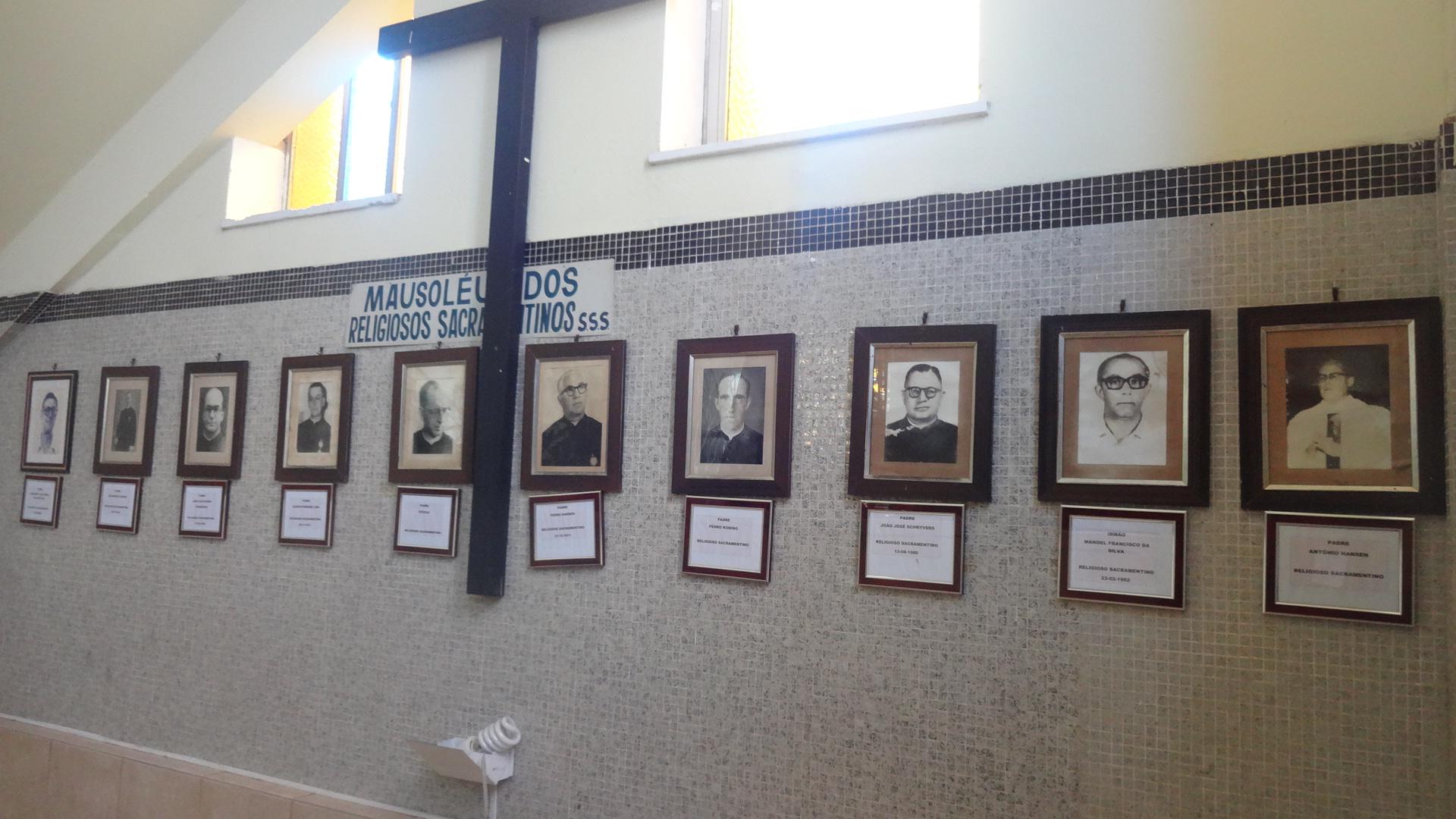 Padres e Bispos de Fortaleza são sepultados em mausoléus dentro de igrejas