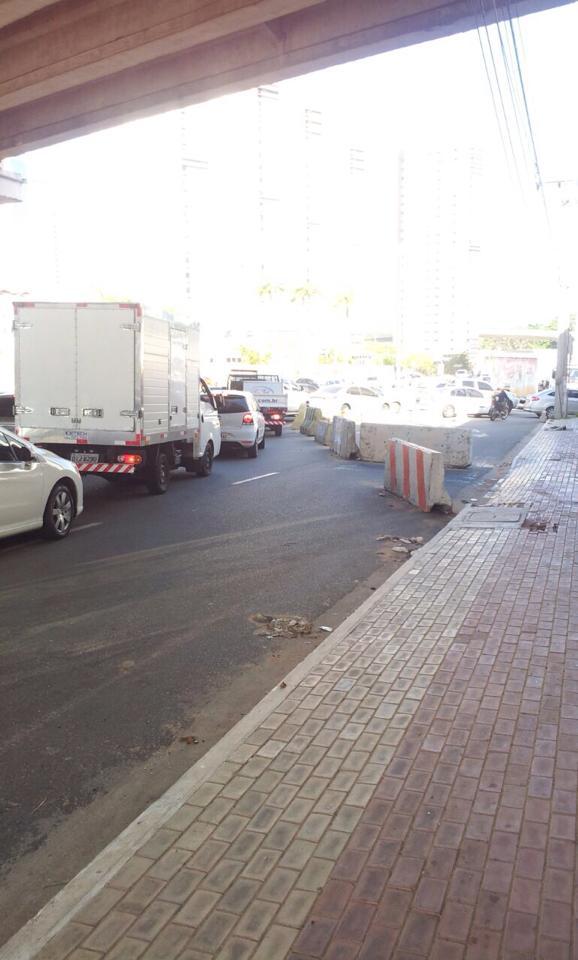 Finalização de viaduto deixou trânsito bem engarrafado (FOTO: Tribuna do Ceará)
