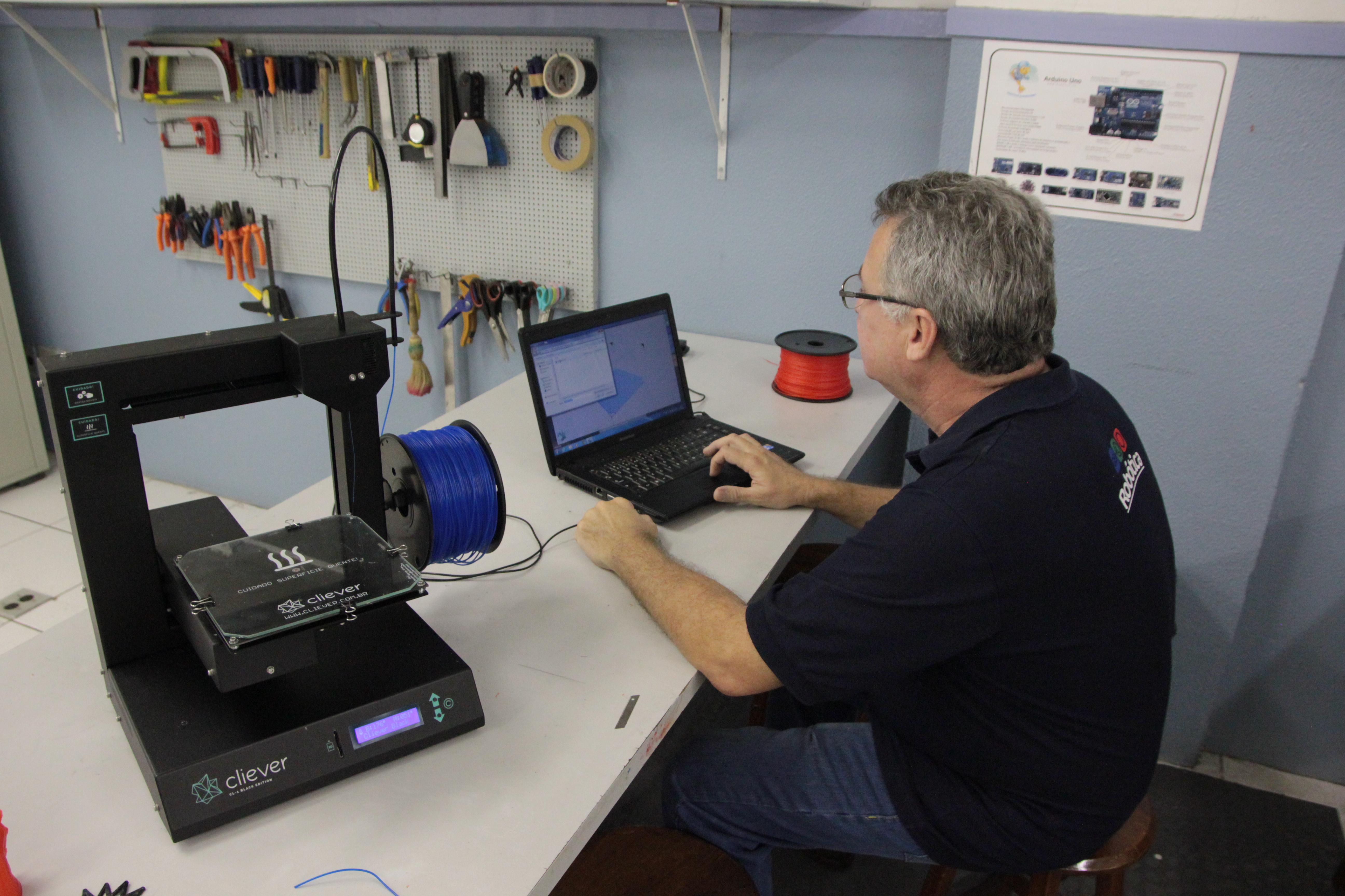 Escola de Fortaleza usa impressora 3D em aulas de Robótica