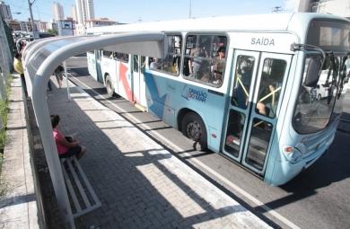 As linhas alteradas fazem a ligação de diversas regiões da cidade, como Messejana, Siqueira, Paranagaba e Centro. (Foto: Kaio Machado)