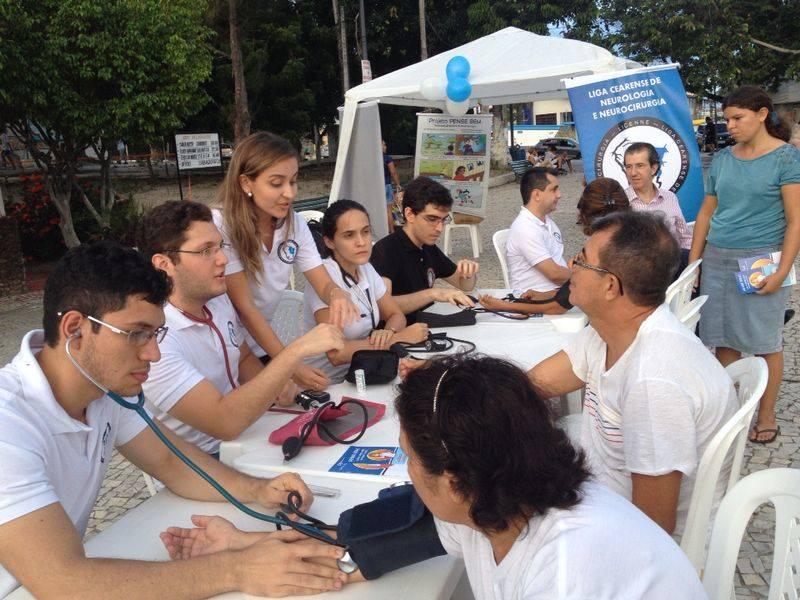 Membros da Liga promovem campanhas para esclarecer dúvidas da população acerca de doenças neurológicas. (FOTO: Arquivo Pessoal)