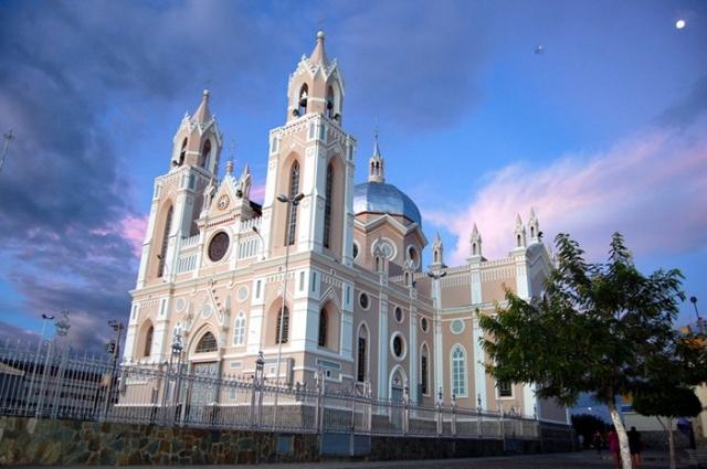 Anualmente, o Santuário de Canindé recebe milhares de devotos nos seus diversos espaços (Foto: Santuário de Canindé/Divulgação)