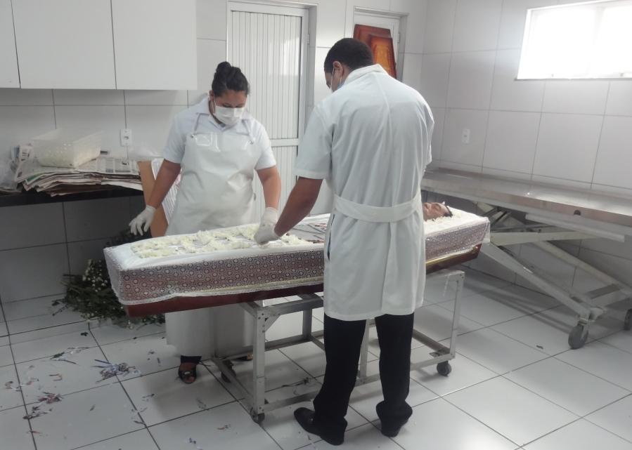 Por mês, são feitos procedimentos em 300 corpos na clínica (FOTO: Tribuna do Ceará/Daniel Herculano)