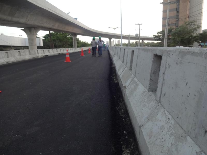 Tamanho da grade de proteção do viaduto desagradou alguns motoristas (FOTO: Hayanne Narlla/ Tribuna do Ceará)