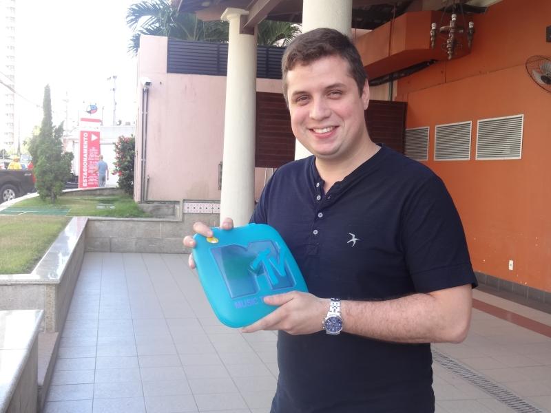 César Guedes comprou um chip 31 anos da Oi em 2002 (FOTO: Hayanne Narlla/ Tribuna do Ceará)