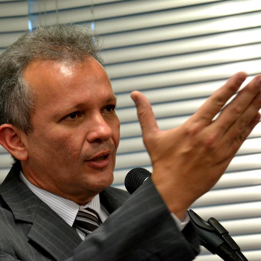 Presidente do PDT não quer chantagem nem subserviência de megabloco pró-Dilma
