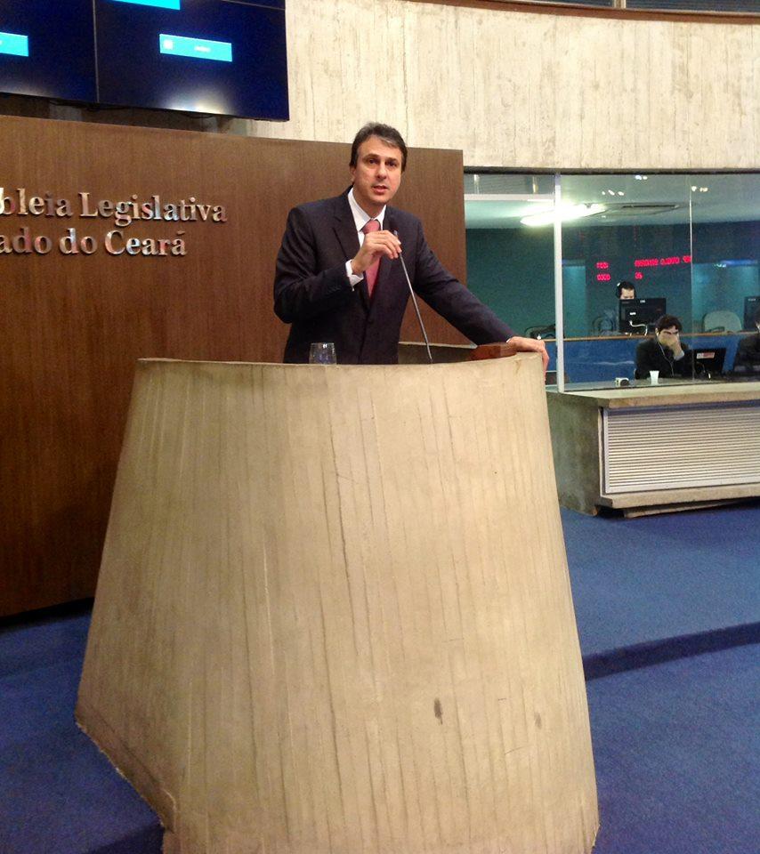 Camilo Santana enfatizou que continuará ausente na Casa (FOTO: Reprodução Facebook)